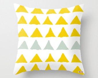 Geometric throw pillow - Triangles pillow cover - Art pillow cover - yellow and white pillow - Modern pillow case - Artistic cushion cover