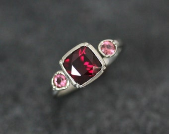 Rhodolite Garnet 3 Stone Ring in 14k Palladium White Gold Size 6 3/4