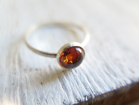 AMBER // Sterling silver ring with natural Amber cabochon - Us Size 7