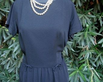 Vintage LESLIE FAY Original, Black Crepe Dress, Metal Zipper Plus Size Dress