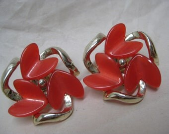 Red Modern Gold Thermoset Earrings Clip Vintage