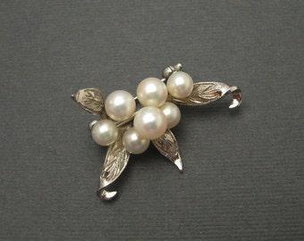 Vintage Sterling Pearl Brooch Engraved Leaves P5960