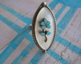 Vintage ZUNI .925 Sterling Silver Mother of Pearl TURQUOISE FLOWER Ring