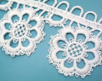 Lovely unused vintage 1960s white cotton gephyr trim lace with flower pattern for your sewing prodject