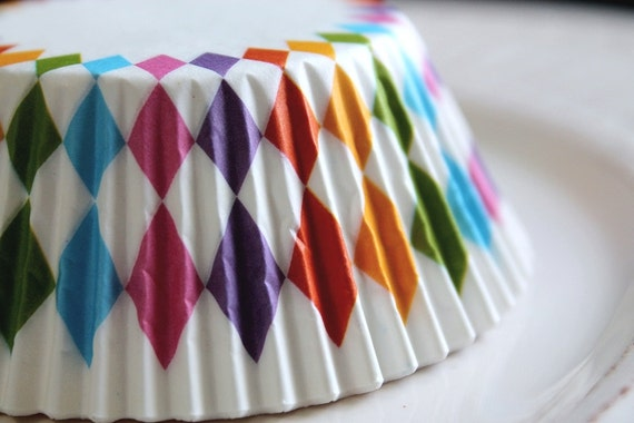 25 Retro Vibrant and Fun Rainbow Diamond Pattern Cupcake Muffin Baking Cups, Cupcake Liners