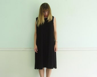 90s Black Waffle Knit Sleeveless Mid Calf Dress with White Piping Trim - Vintage - M L