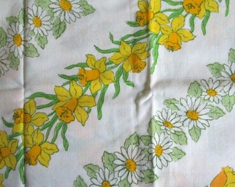 NOS Vintage Yellow Floral Pillowcases Daisies Daffodils Tulips