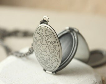 Multi photo locket, Antiqued Silver locket Necklace, four photo locket, plated, gift for mother or sister, Pendant Family Tree keepsake N206