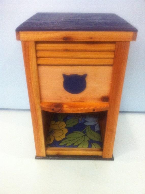 cedar dog proof cat feeder bed indoor outdoor. Black Bedroom Furniture Sets. Home Design Ideas