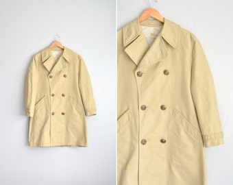 Size M // SALE // TRENCH COAT // Khaki - Double-Breasted - Classic - Vintage '70s/'80s.