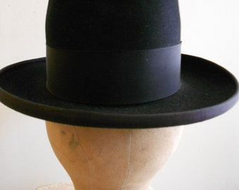 1920's, size 7, black felt, and silk groisgrain hat