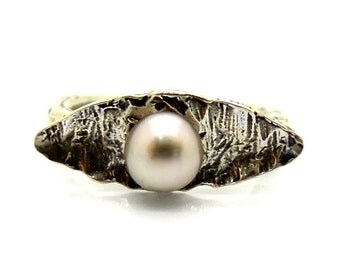 Grey pearl ring set in hammered sterling silver