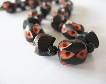 Carved Beaded Necklace Celluloid and Galalith Black & Coral Burgundy hues Vintage 1930-1940