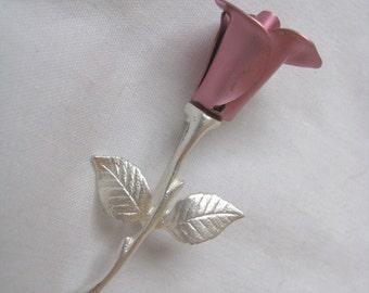 Beautiful vintage Avon pink metallic rose flower pin brooch