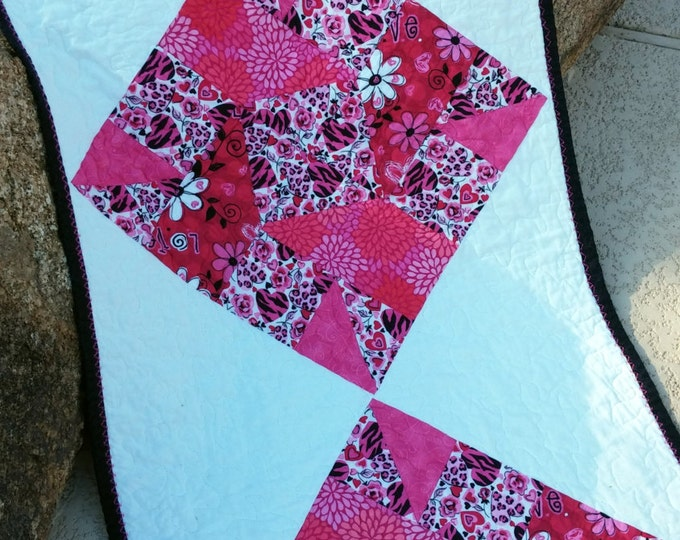 Hearts Quilted Bed Runner, Long Table Runner, Hearts decor, Black White Pink Runner, Handmade Blanket, Guest Room
