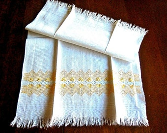 TOWEL Kitchen Bath Wash Cloth Vintage Washstand Guest Display Hemstitched Embroidered Peach Yellow Shell Motif