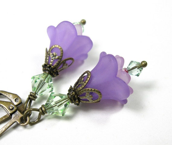 Lilac and Chrysolite Flower Earrings, Gifts for Gardeners, Radiant Orchid, Floral Jewelry, Gifts for Mom, Pantone Spring, Two Tone Earrings