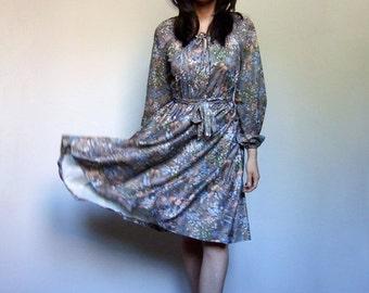 70s Floral Dress Casual Vintage Day Dress Long Sleeve Simple Fall Peasant Dress 1970s Boho Dress - Small Medium S M