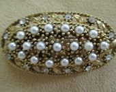 vintage costume jewelry  /  fake pearl and rhinestone brooch