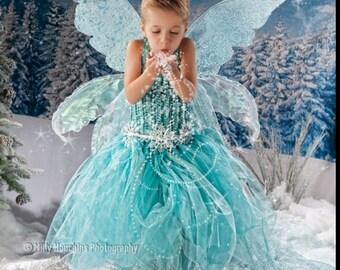 Triple fantasy adult fairy wings, with pretty swirls.