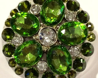Kelly Green Flower & Swarovski Crystal Embellished Swivel-Back Retractable ID Badge Reel
