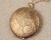 Floral Locket Necklace, 14kt Long Gold Necklace Chain, Gold Locket, Round Pendant, Paisley Flower Locket, Vintage Gold Locket, Leaf Jewelery