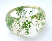 Green Resin Bangle. Pressed Flowers. Green Baby's Breath. Contemporary Botanical Jewelry. Personalized Gift. Engraved Mom Gift. Personalized