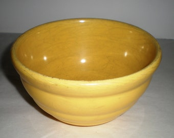 Bauer Beehive Pottery Bowl - Bright Yellow