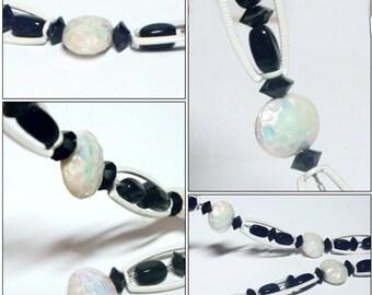 "VINTAGE Black & White Iridescent Art Glass Beaded Necklace 12"" Single Strand"