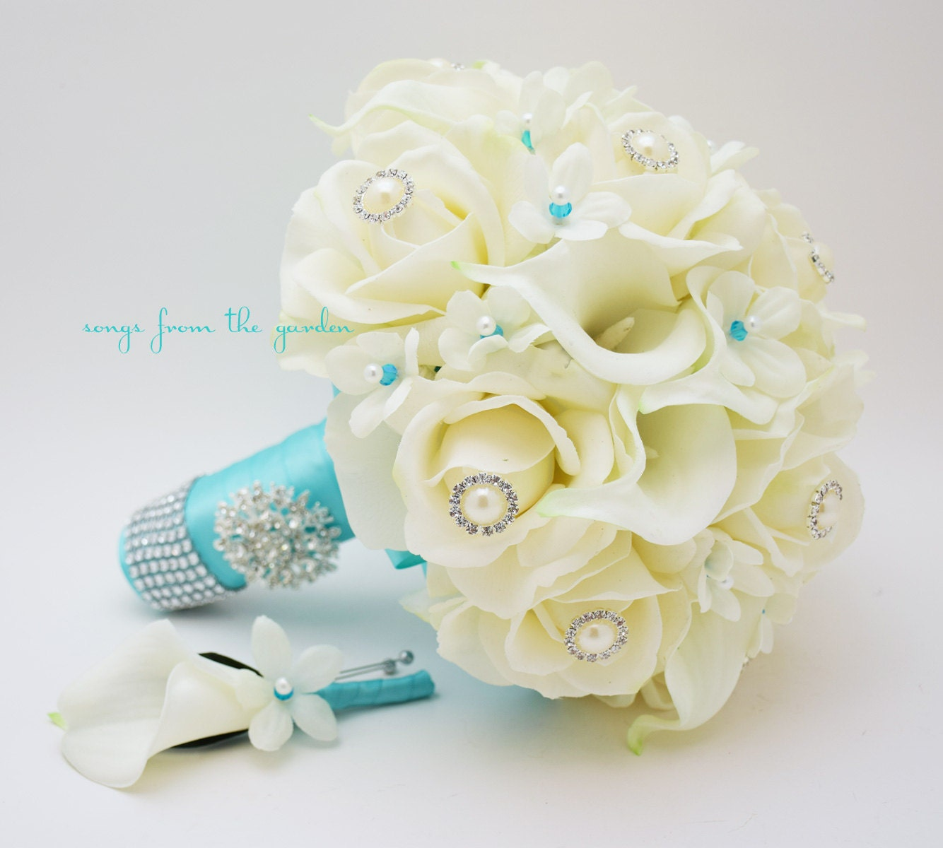 how to make a white rose turn blue
