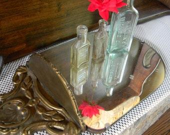 Weddings decor tablesetting Farmhouse chic Vintage mirror display shelf