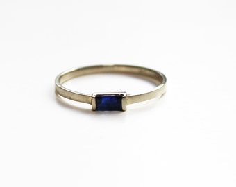 Blue Sapphire Baguette Stacking Ring (14K white gold)