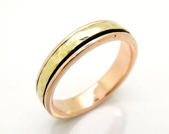 Rose gold wedding ring with a yellow gold spinner