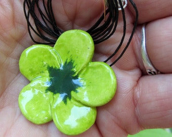 Double-green spotted ceramic flower necklace
