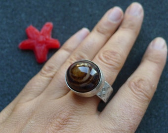 Industrial eye agate ring, oxidized sterling silver, size 8 3/4, spring ring, black and brown color