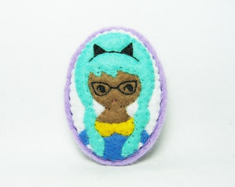 A girl who loves cats felt brooch