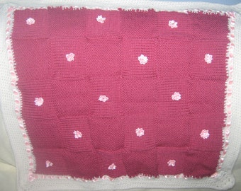 red and white chunky knit baby,s blanket
