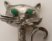 Vintage Silvertone Kitty Cat Pin With Green Bead Eyes