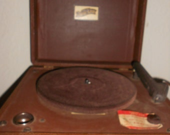 Phonograph/ Record Player Rockabilly Style Vintage Trav-ler Model 7015 Lovely Retro Collectible From 1940s