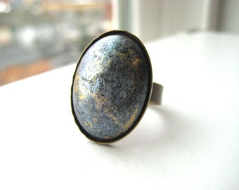 Cocktail ring gray, blue, silver and gold marbled on brass band