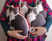Panko the cat illustrated small body cushion pillow