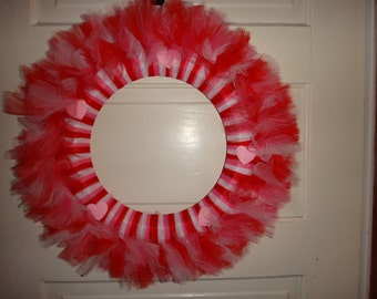 Valentine's Day Tulle Wreath with Pink Hearts