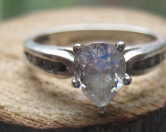 Vintage Sterling Silver Womens Ring Teardrop Shape Cubic Zirconium with Small Rhinestones Size 8