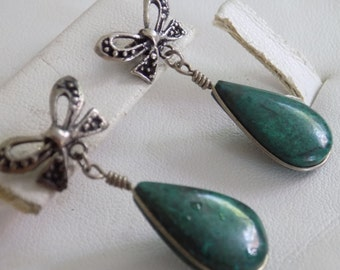 Vintage earrings, green stone and bow dangle earrings, drop earrings, stud earrings, statement earrings, vintage jewelry