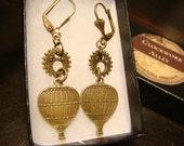 Antique Bronze Hot Air Balloon and Gear Steampunk Earrings (1830)
