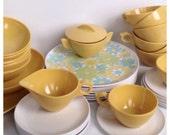 Mustard Daisy Melmac Set