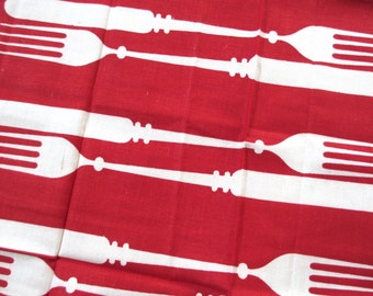 Red kn-ork 1. Vtg Martex kitchen towel / op art / dry me dry / knife fork cutlery / rayon cotton linen / never used, excellent condition.