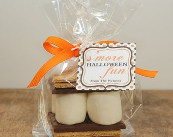 12 S'mores Halloween Treat Kits - Polka Dot Design // Halloween S'mores Kits // Halloween Treats // Halloween Treat Bags