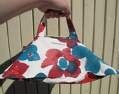 Pie carrier, perfect hostess gift, stocking filler for a woman, pot luck accessory - red and blue flowery fabric