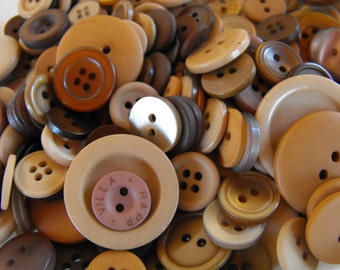 Teddy Bear Brown Buttons, 100 Bulk Assorted Round Multi Size Crafting Sewing Buttons